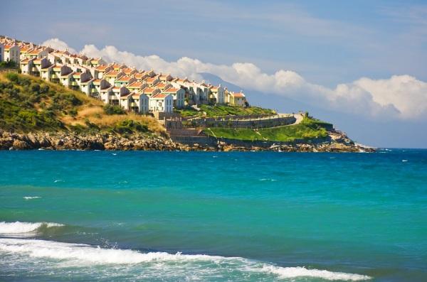Case langa plaja, Kusadasi, Turcia