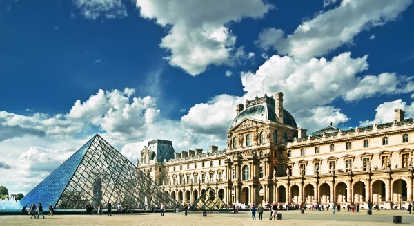 Piramida de sticla, Muzeul Luvru, Paris, Franta