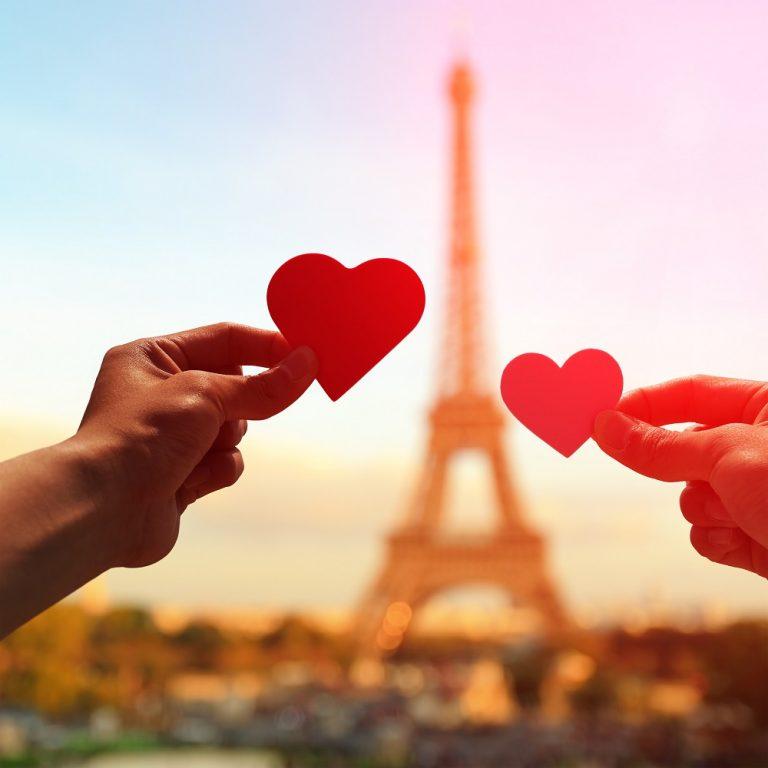 Pereche de indragostiti, apus, Turnul Eiffel, Paris